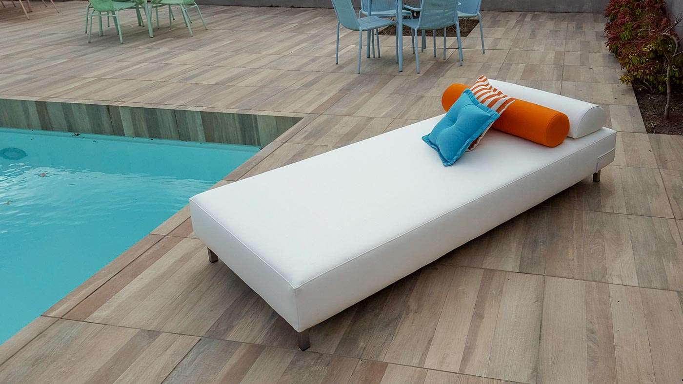 small garden daybed